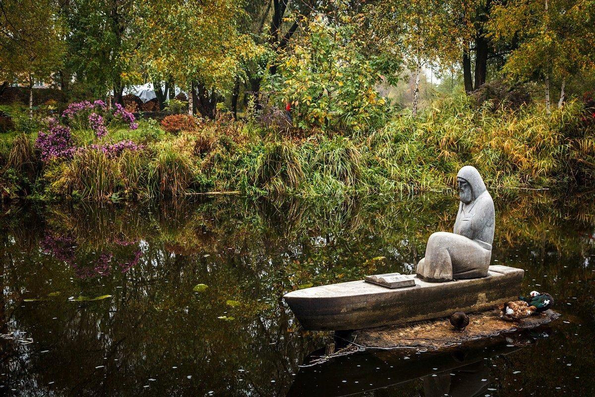Пам'ятник Єлисею Плетенецькому / Фото radozamok.com.ua