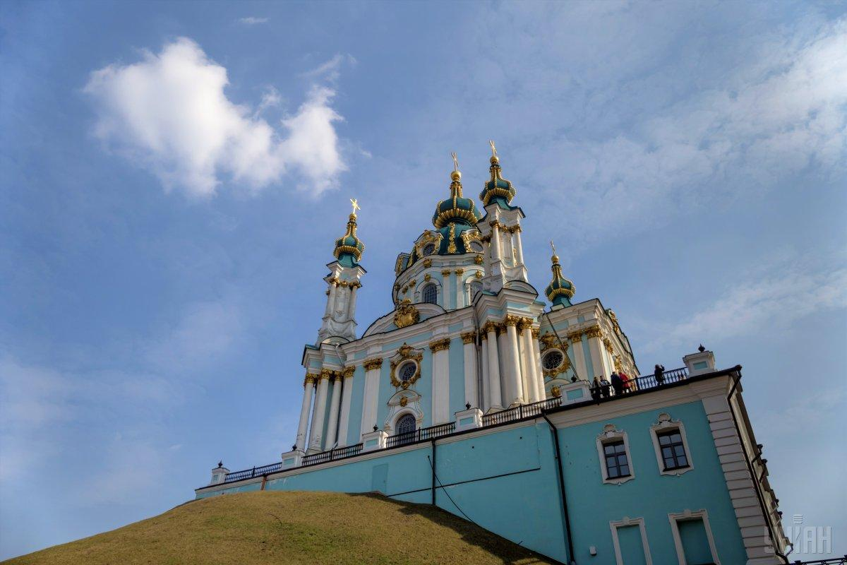Политолог напомнил о попытке поджога Андреевской церкви / фото УНИАН