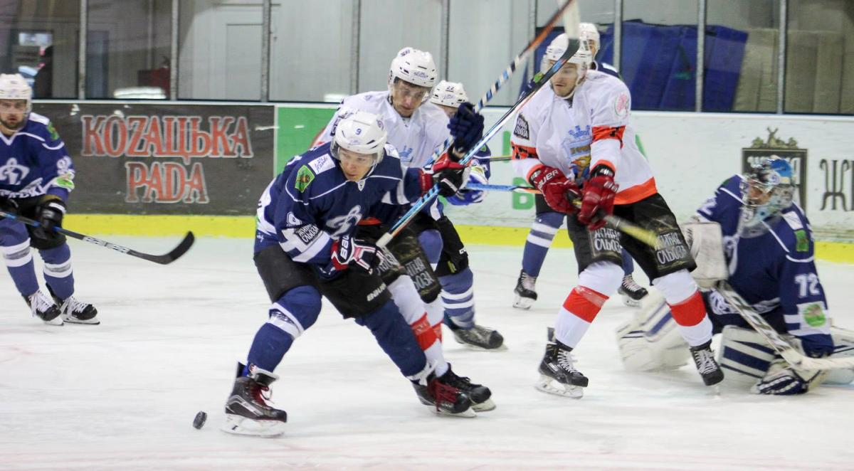 Кременчуг закинув сім шайб у гостьовому матчі в Харкові / uhl.ua
