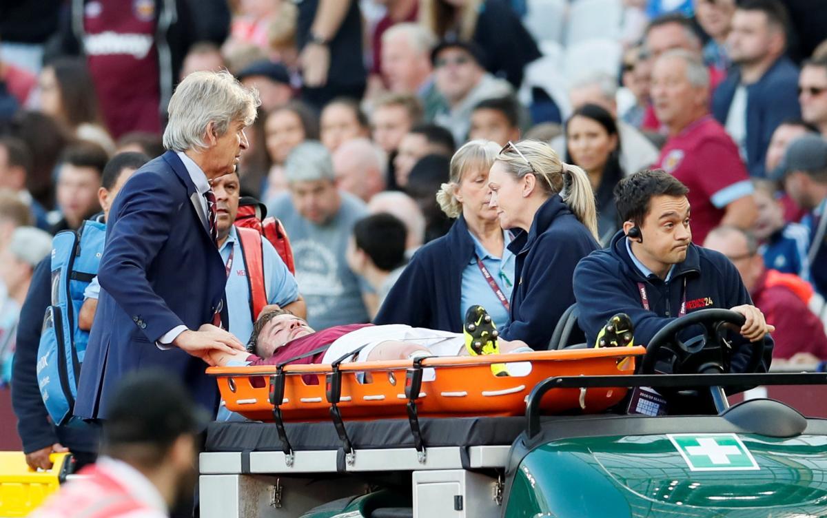 Лидер сборной Украины Андрей Ярмоленко серьезно травмировался в матче английской Премьер-лиги / Reuters
