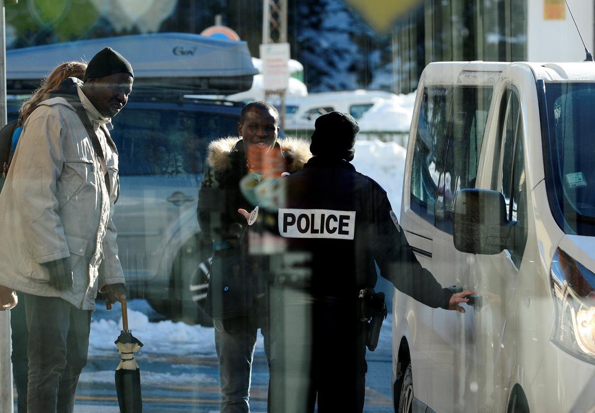 Італія направила поліцію на кордон з Францією через інцидент з мігрантами - ЗМІ