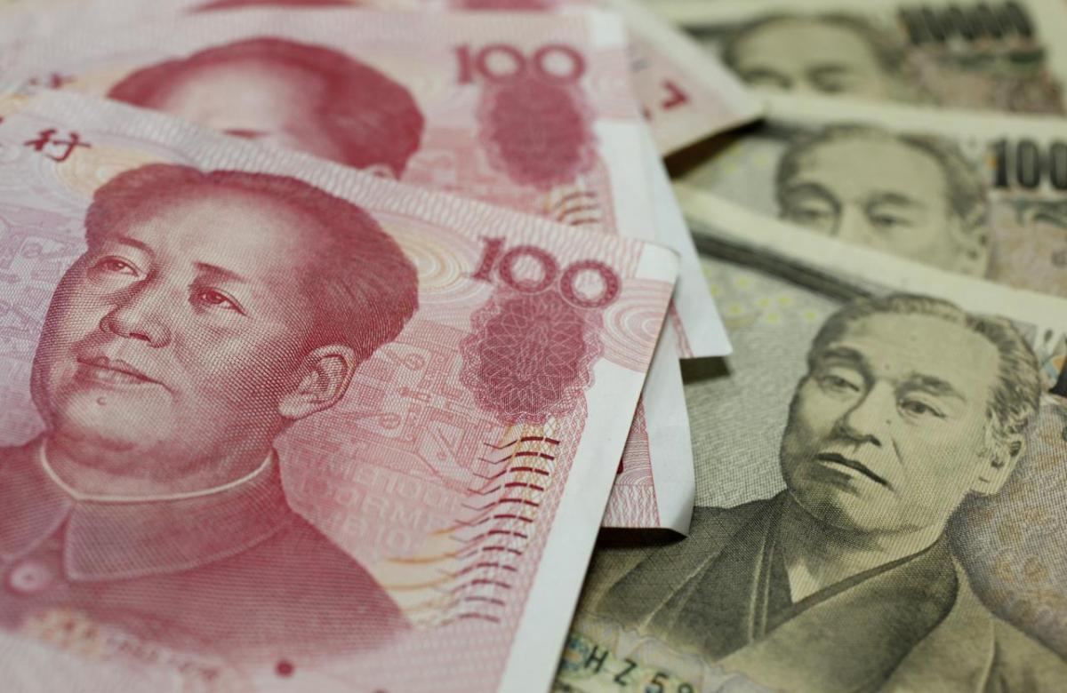 Китай хочет показать всему миру своепервенствов монетарных технологиях / Иллюстрация REUTERS