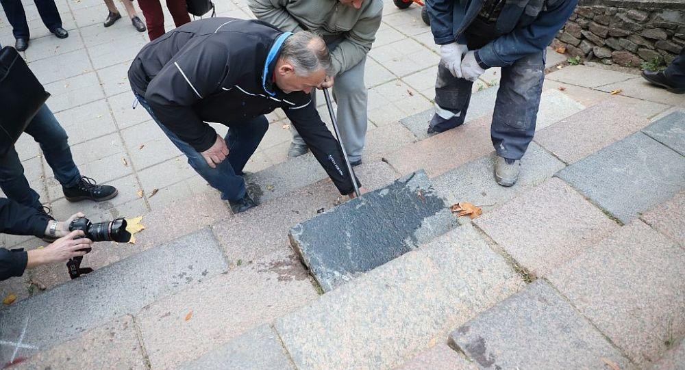 У Шяуляє демонтують із міських об'єктів камені єврейських надгробків / lt.sputniknews.ru