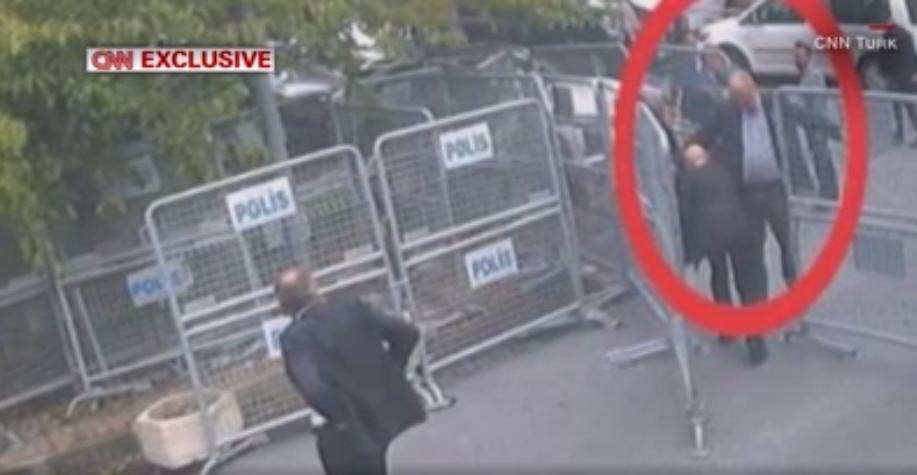 СМИ сообщили о двойнике журналиста Хашогги, который покинул консульство после его исчезновения / скриншот CNN