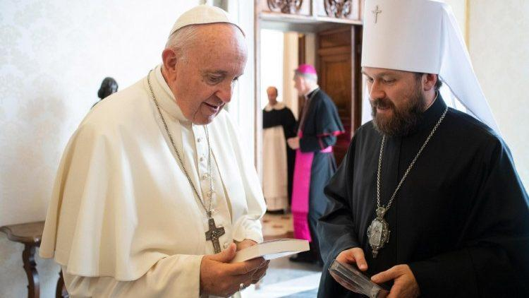 Папа Римский и митрополит Иларион / sib-catholic.ru