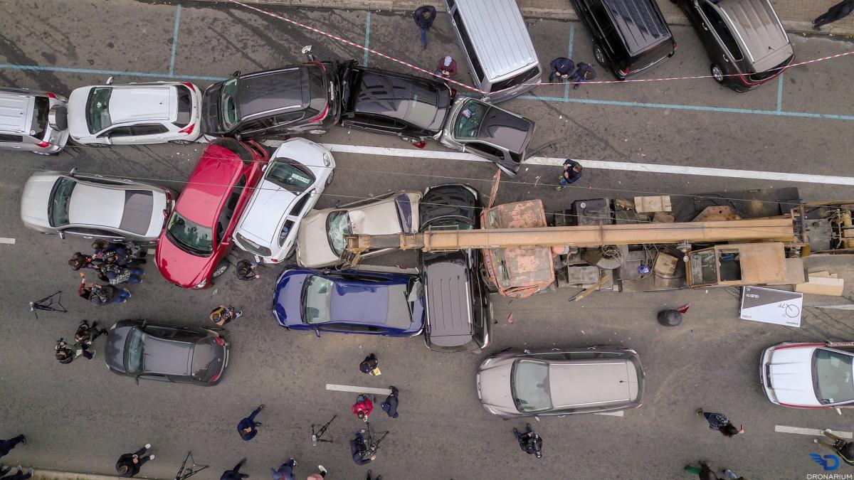 Полицейские проводят осмотр места происшествия / фото: Dronarium Украина