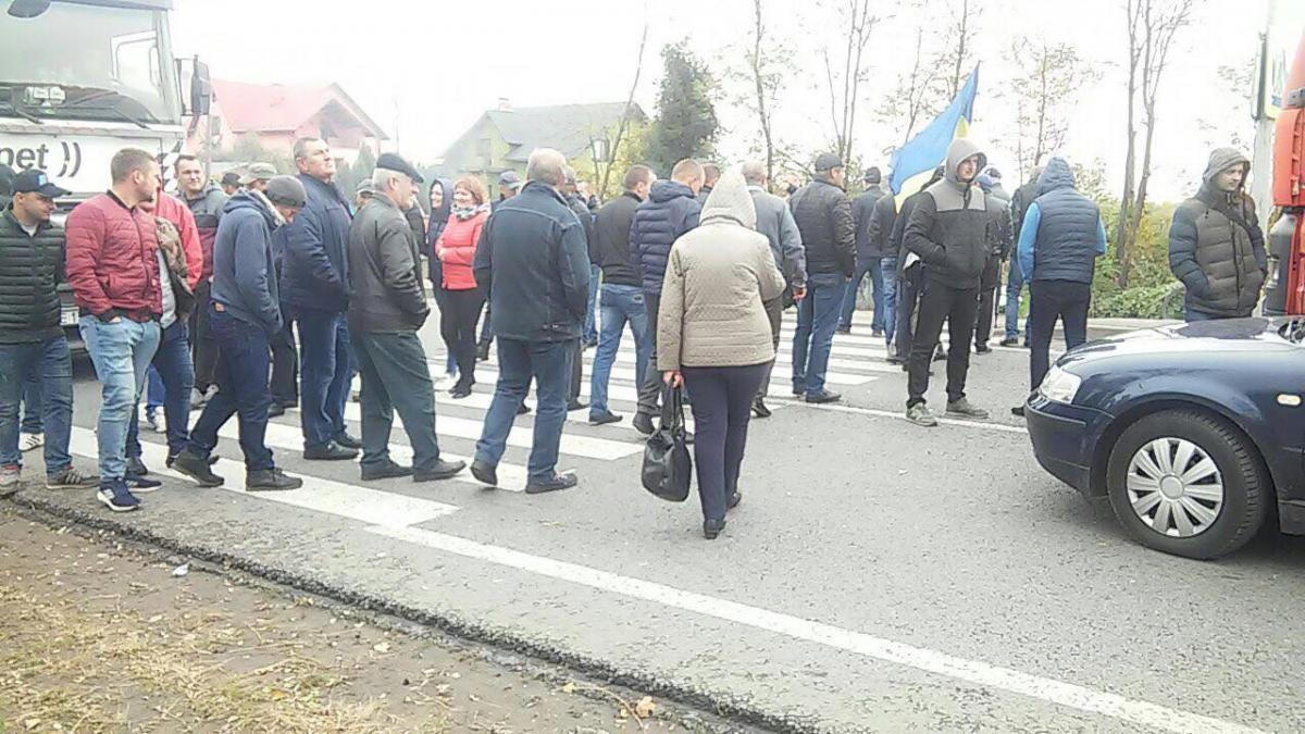 Протестувальники вимагають відремонтувати дорогу на вулиці Ярослава Мудрого у місті Мостиська / поліція Львову