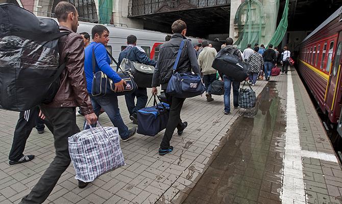 Раньше большинство украинцев «за длинным рублем» ехали в Россию / politeka.net