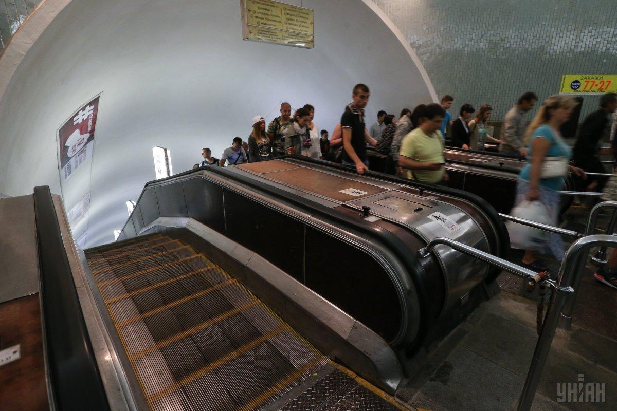 Журналисты проверили надежность эскалаторов в киевской подземке / фото УНИАН