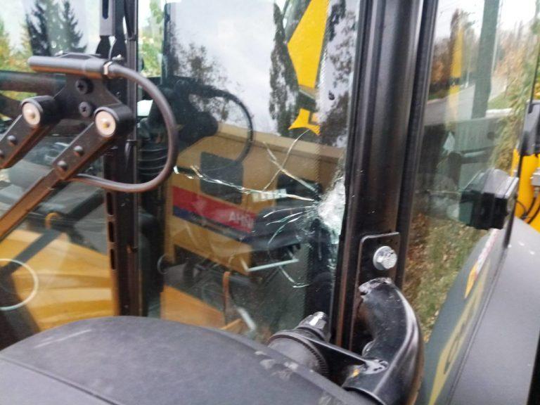 Столичных коммунальщиков забросали камнями / kte.kmda.gov.ua