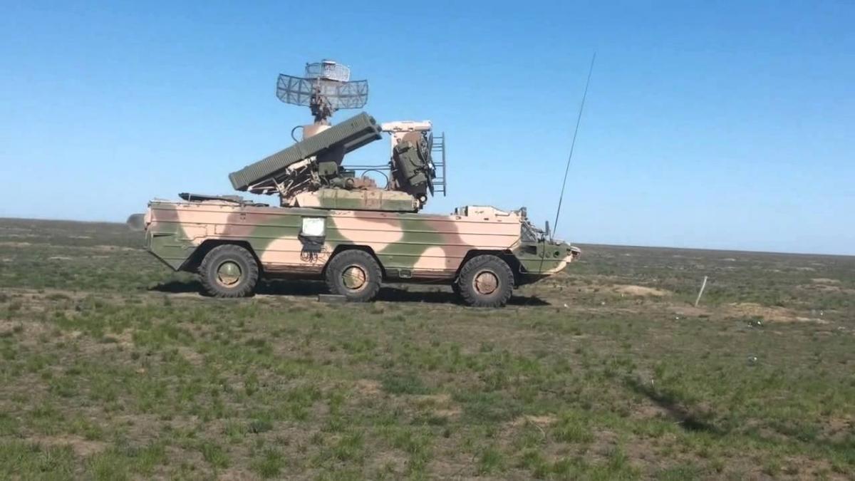 Расчет ЗРК условно уничтожил цель одной ракетой / YouTube