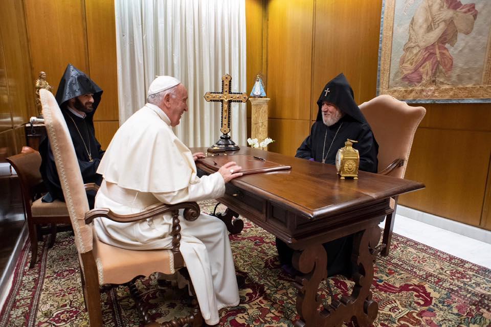 Глава Армянской Церкви на встрече с Папой Римским / panorama.am