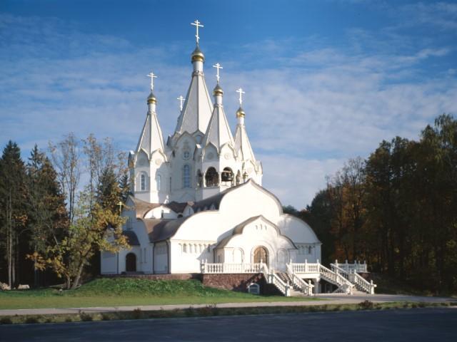 Храм в есть Новомучеников и исповедников в Бутово / Vidania.ru