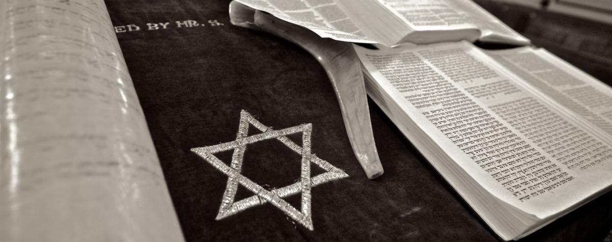 Во Франции женщина ведет иудейское богослужение в синагоге / tsn.ua