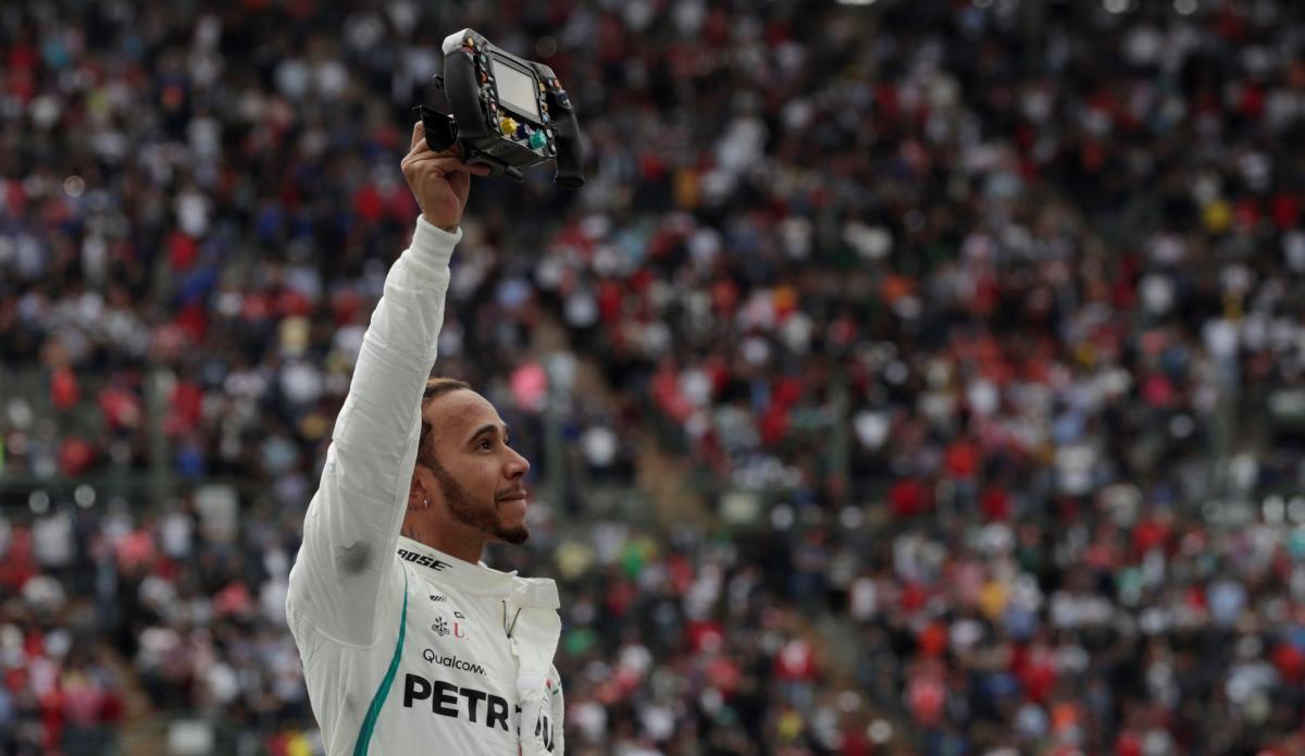 Льюис Хэмилтон стал 5-кратным чемпионом Формулы-1 / REUTERS