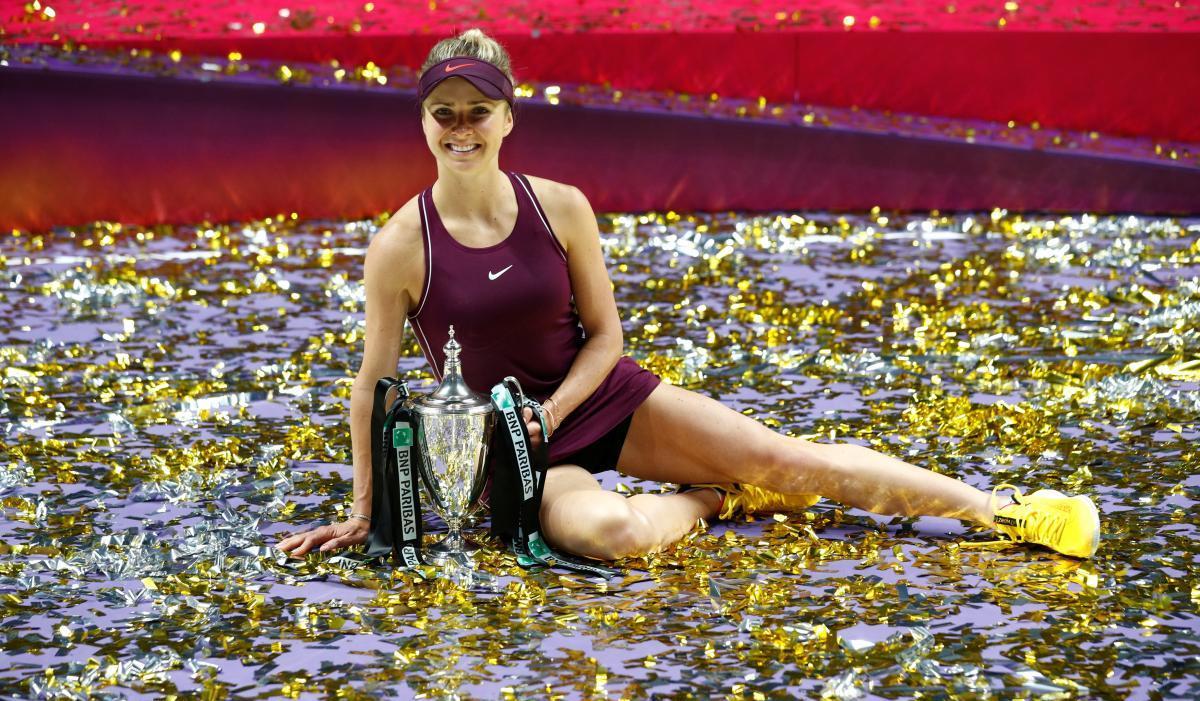 Элина Свитолина с трофеем / REUTERS