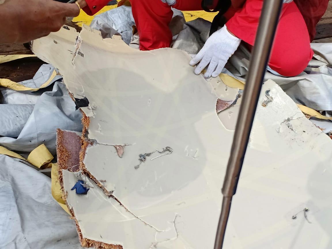 Рятувальники знайшли місце падіння літака / Twitter