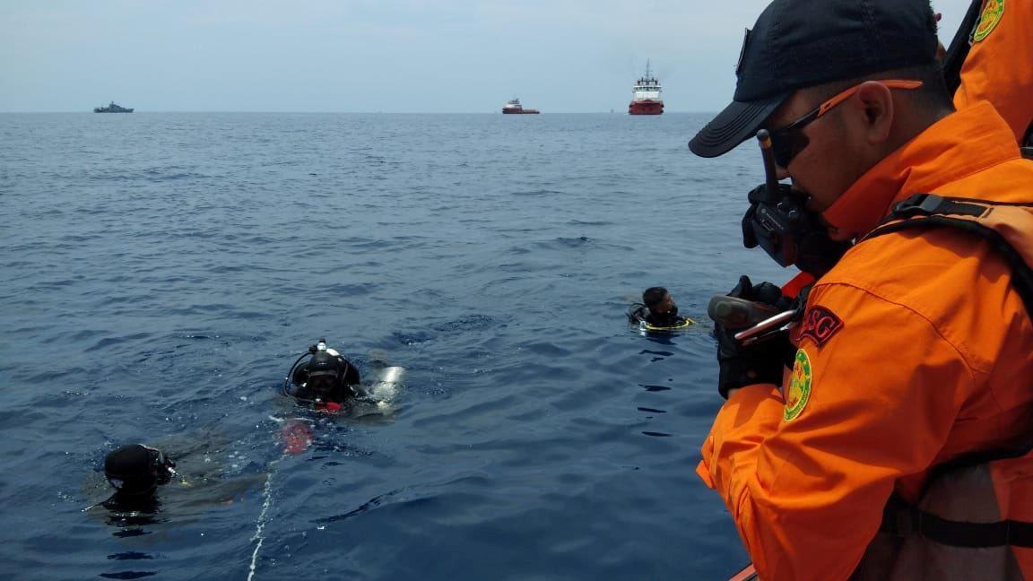 Место крушения самолета в Индонезии / REUTERS