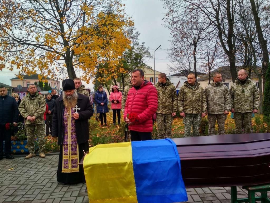 На Полесье священники УПЦ отпели сержанта погранвойск, погибшего в ООС / sarny.church.ua