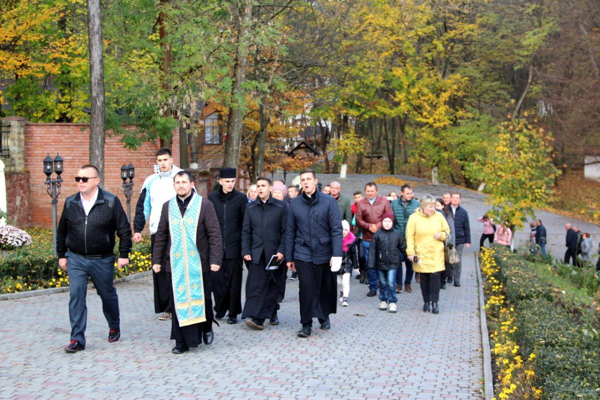 Ко Дню автомобилиста Зарваницу посетили работники отрасли / zarvanytsya.org