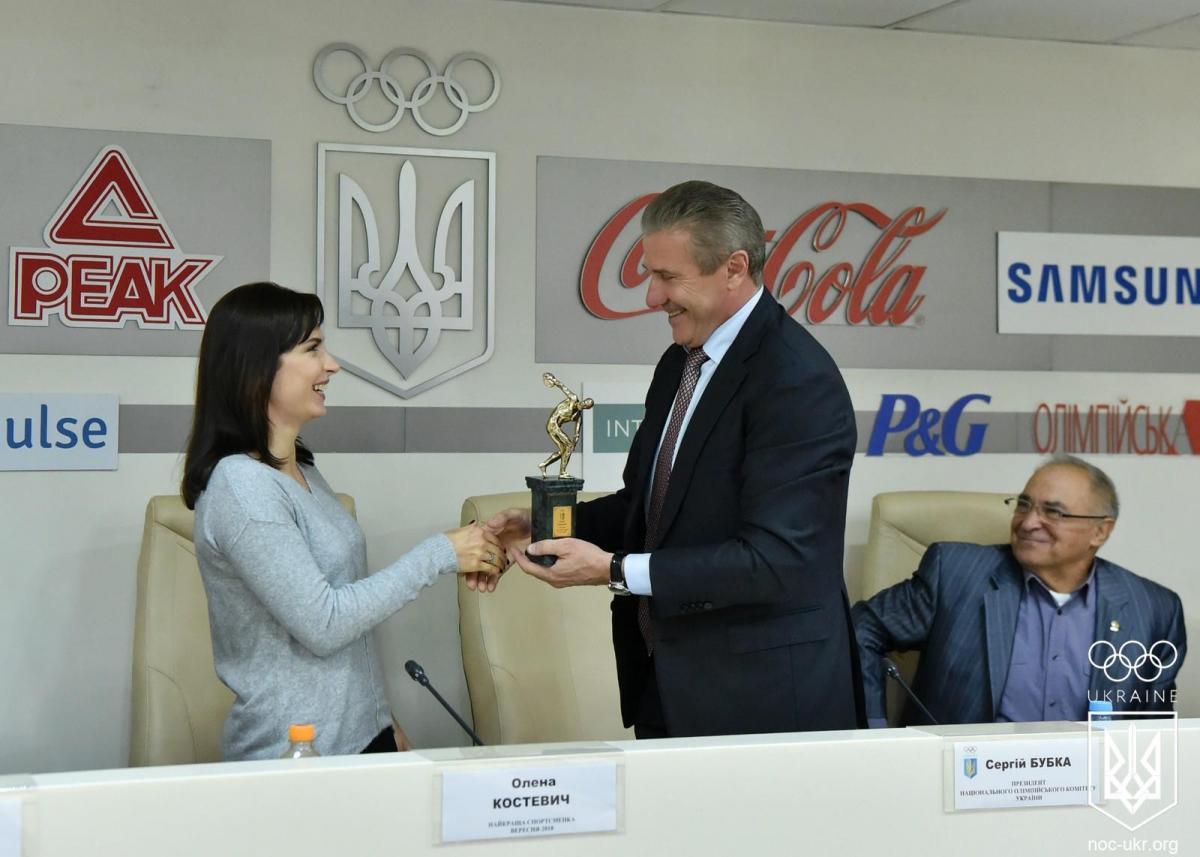 Елена Костевич получила награду лучшей спортсменки месяца / НОК Украины