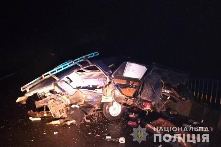 Розірване авто в результаті ДТП / Фото прес-служби Нацполіції
