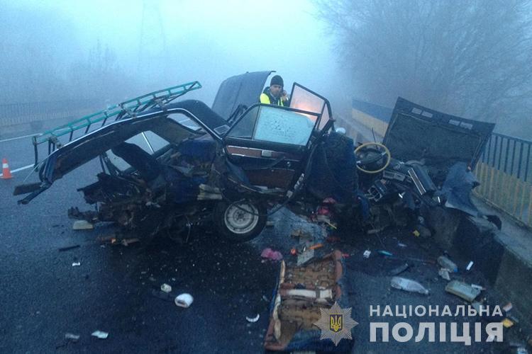 Від сильного удару авто розірвало навпіл / Фото прес-служби Нацполіції