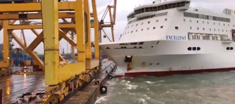 В момент инцидента на борту парома находилось 420 пассажиров / фото Maritime.bg