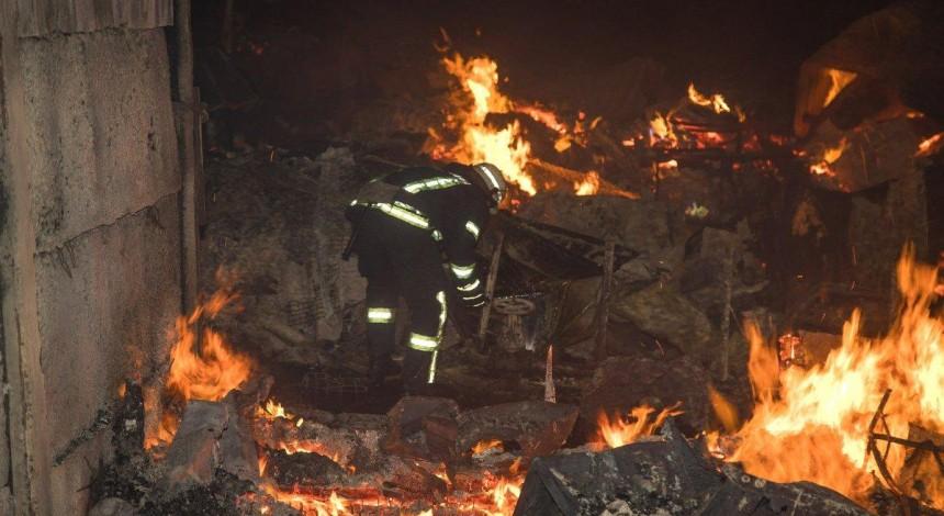 В Одессе на берегу Черного моря произошел масштабный пожар, сгорели туристические домики (фоторепортаж, видео)