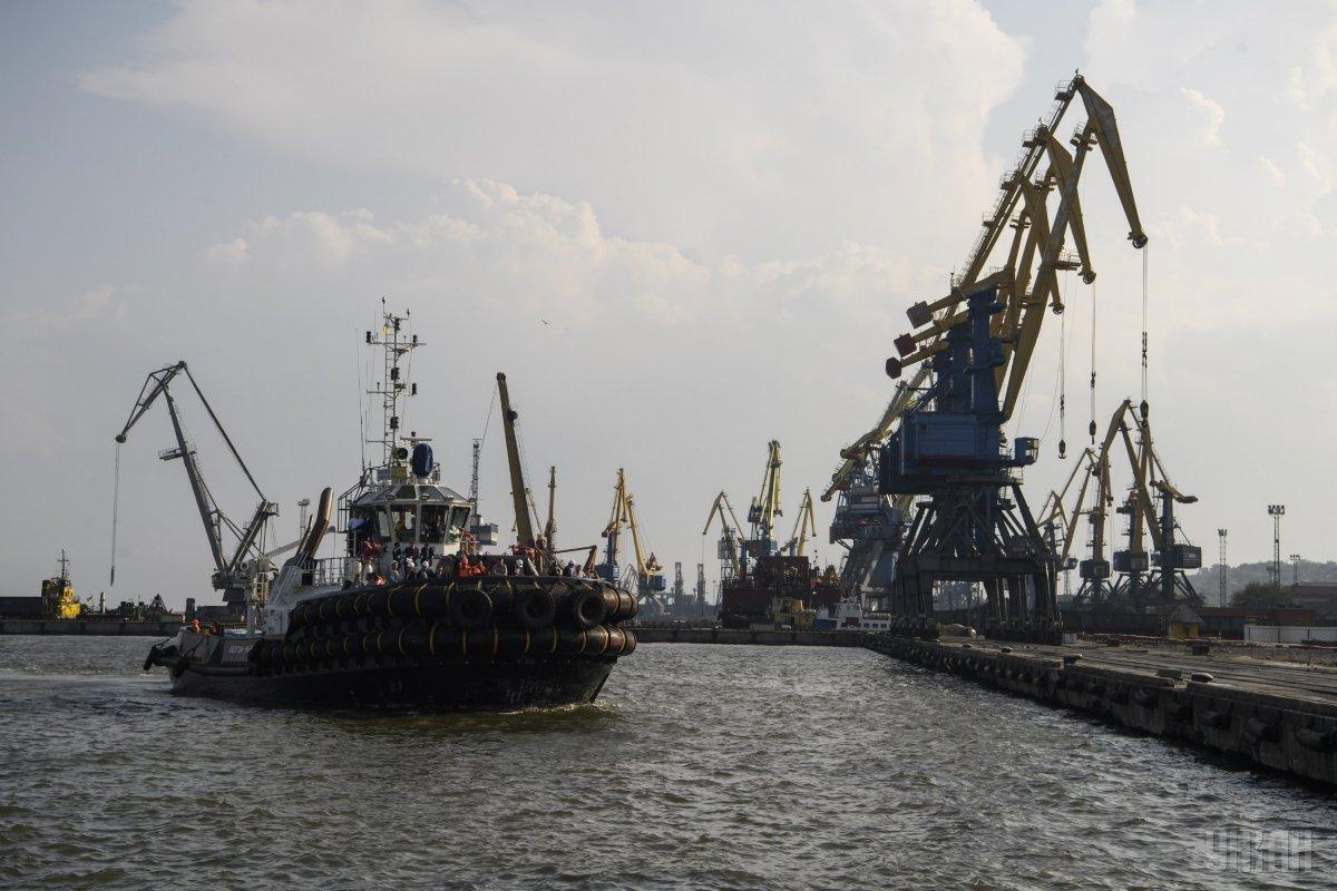 Перевалка вантажів в портах Азовського моря здійснюється безперешкодно / фото УНІАН