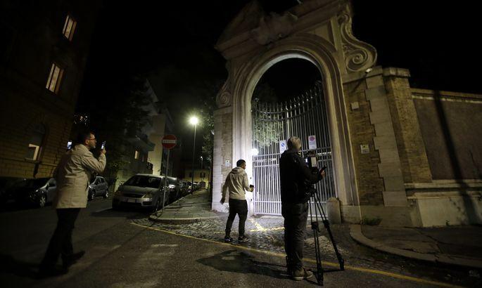 Вход в посольство Ватикана в Риме / rus.tvnet.lv