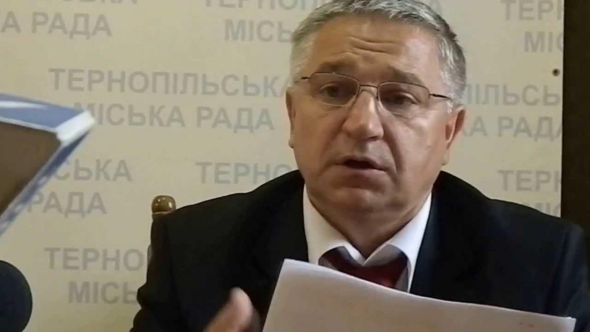 Начальник міського управління транспорту Ігор Мединський зазначає, що через затягування із підняттям тарифів місто вже втратило 60 автобусів, могло втратити ще 50.