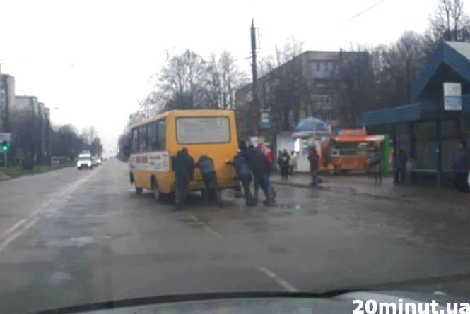Тернополяни у соцмережах висловлюють несприйняття нових цін на проїзд, оскільки, на їх переконання, стан маршруток не відповідає встановленим тарифам. (Фото: 20minut.ua)
