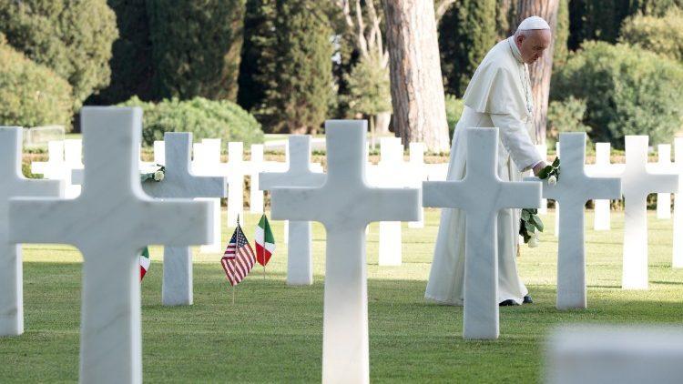 Папа на американском кладбище в городе Неттуно / vaticannews.va