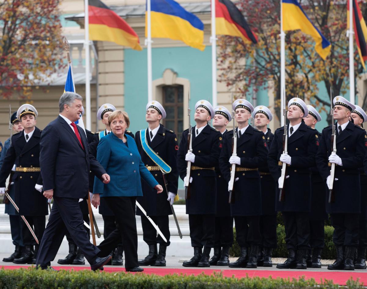 Петр Порошенко и Ангела Меркель / фото REUTERS