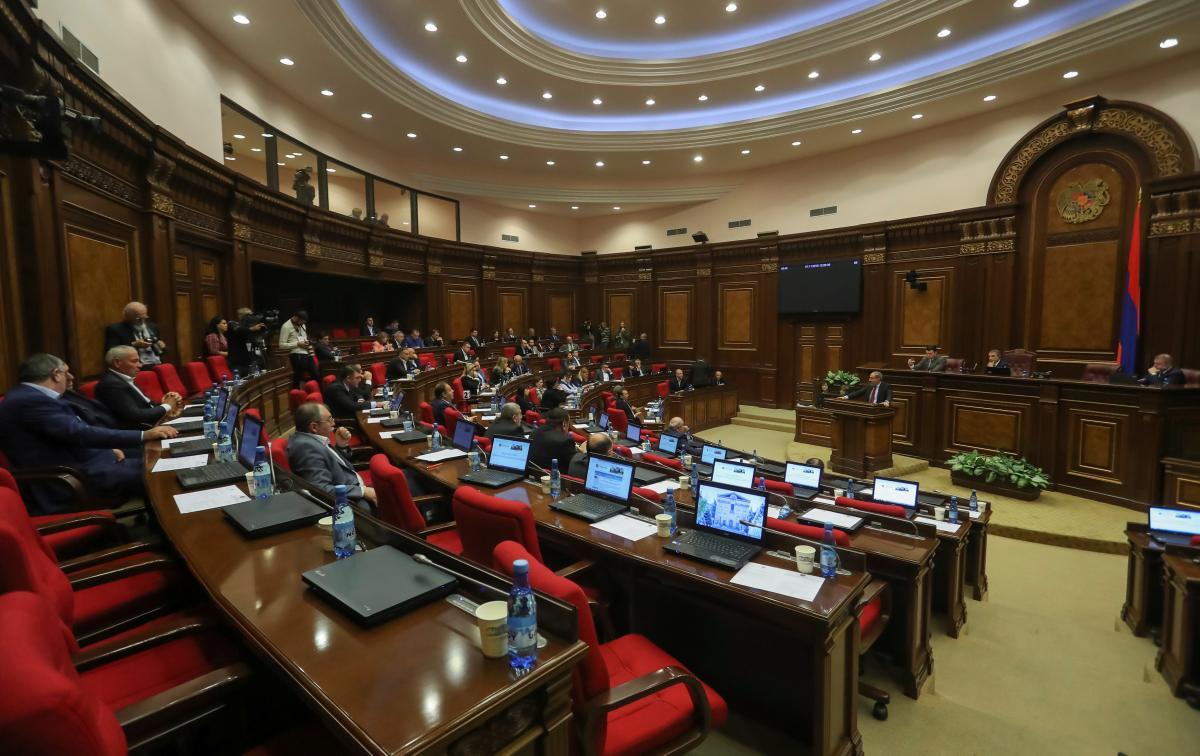 Никол Пашинян в парламенте Армении / REUTERS