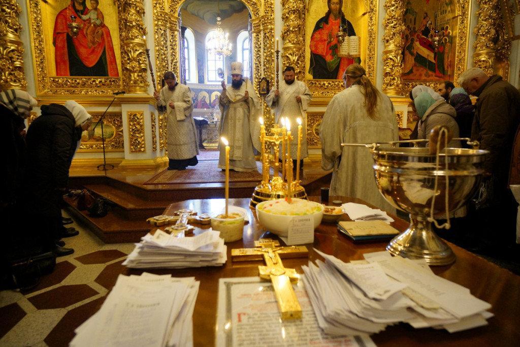Особую помощь усопшие получают, когда их поминают в церкви / news.church.ua