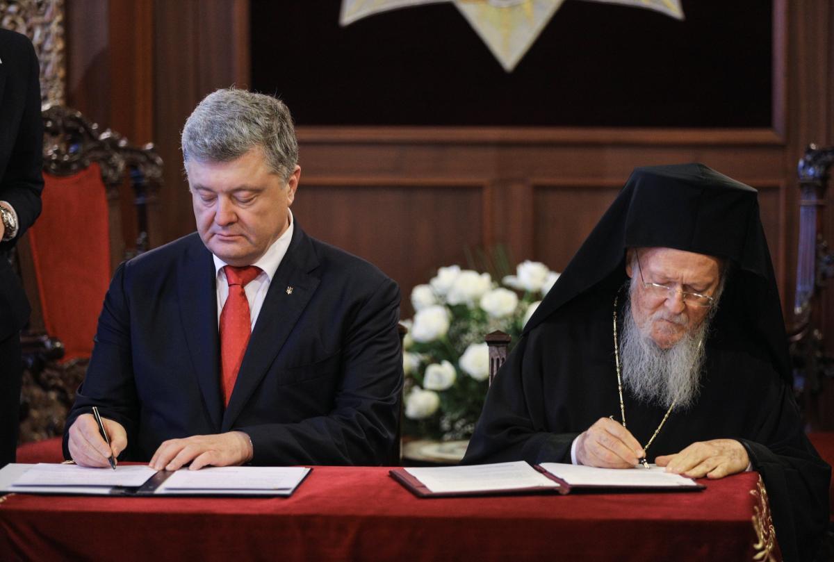 Порошенко и Варфоломей подписали соглашение о сотрудничестве и взаимодействии между Украиной и Вселенским патриархатом  / REUTERS