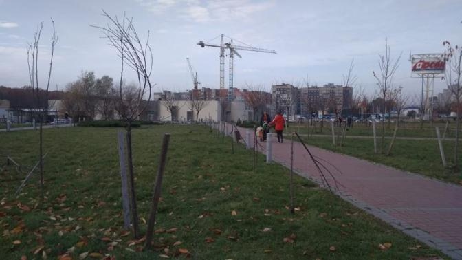 Во львовском парке Иоанна Павла II повредили крестный путь / tvoemisto.tv