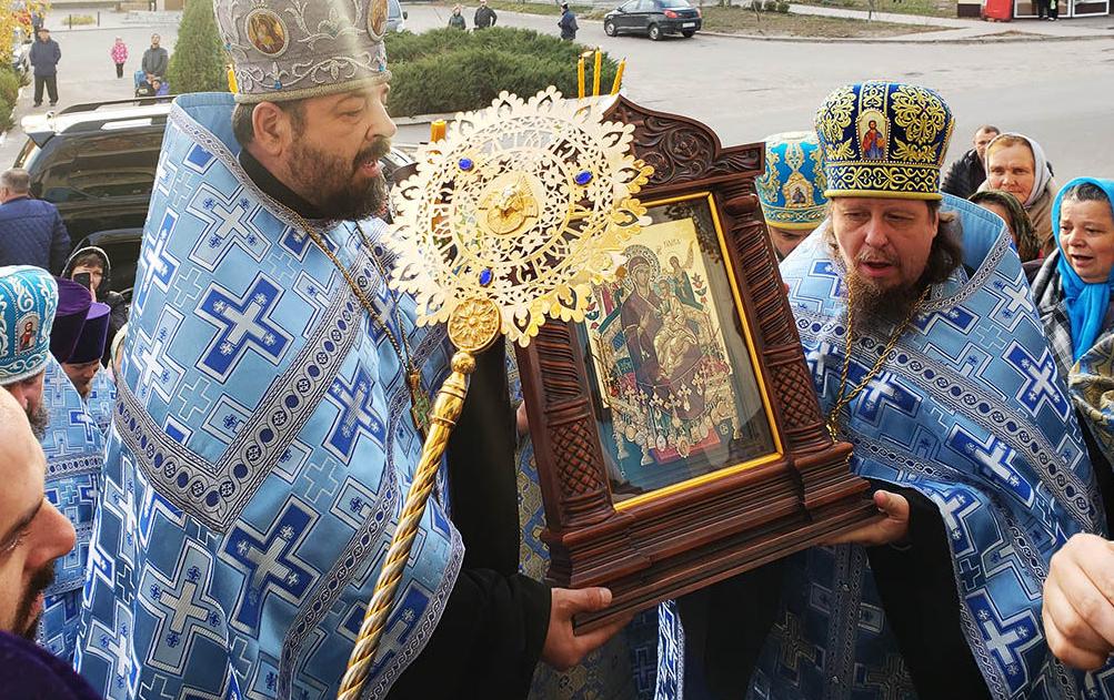 В Ізюм прибула ікона Богородиці «Всецариця» / izum.church.ua
