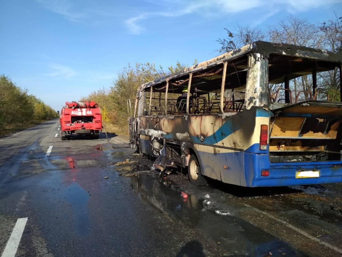 "На Днепропетровщине загорелся автобус / фото ""Магнолия ТВ"""