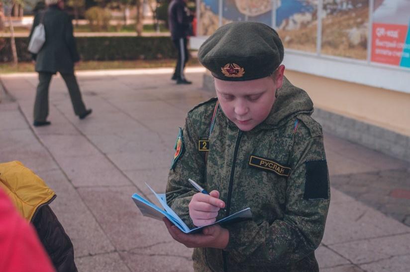 12 февраля - Международный день детей-солдат / фото RoksolanaToday&Крым\Twitter