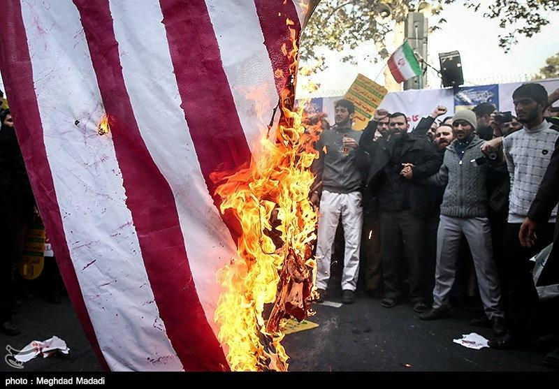 Citizens of Iran in protest against U.S. sanctions / REUTERS
