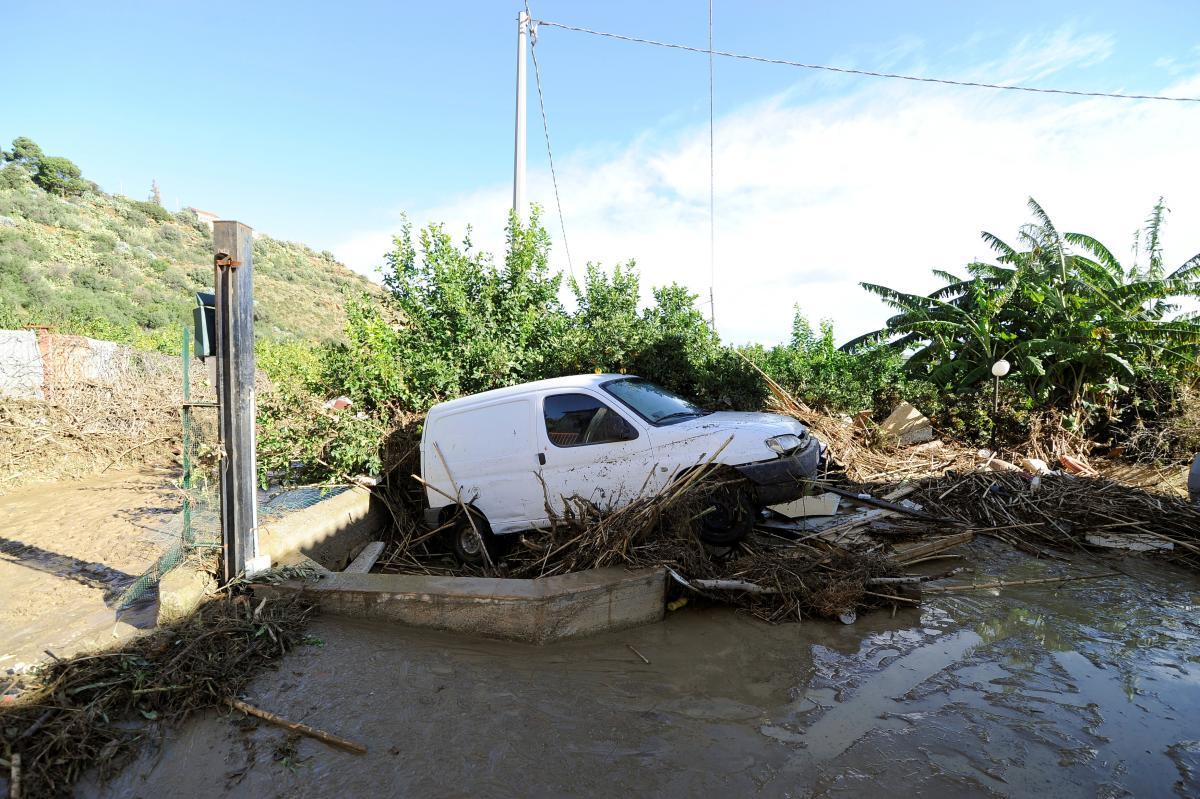 Последствия наводнения на Сицилии / REUTERS