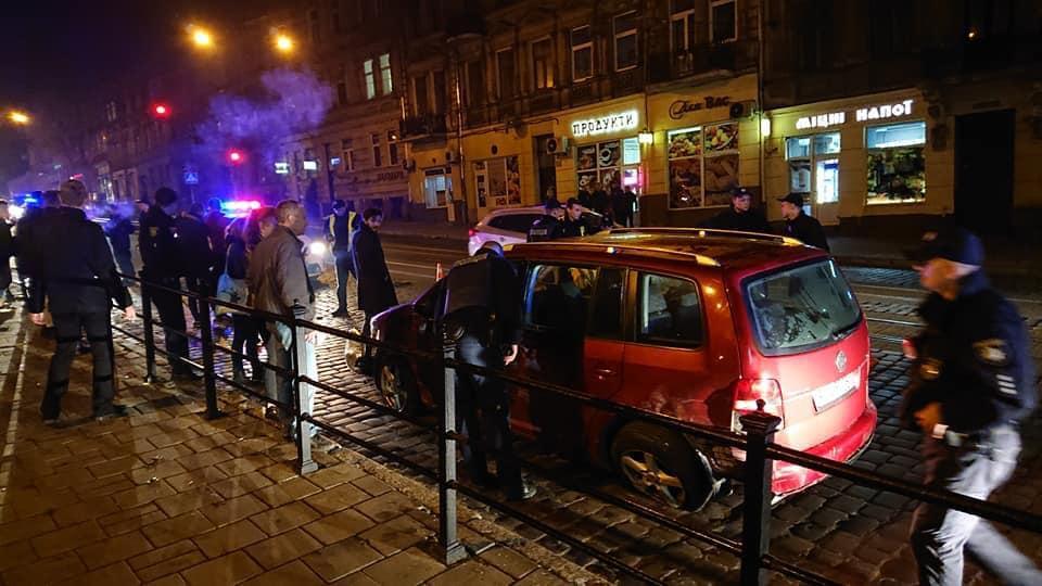 Во Львове нетрезвый водитель устроил зрелищное ДТП / Facebook - Igor Zinkevych
