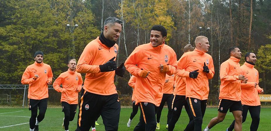 Марлос вместе с пратнерами по команде готовится к матчу Лиги чемпионов в Манчестере / shakhtar.com