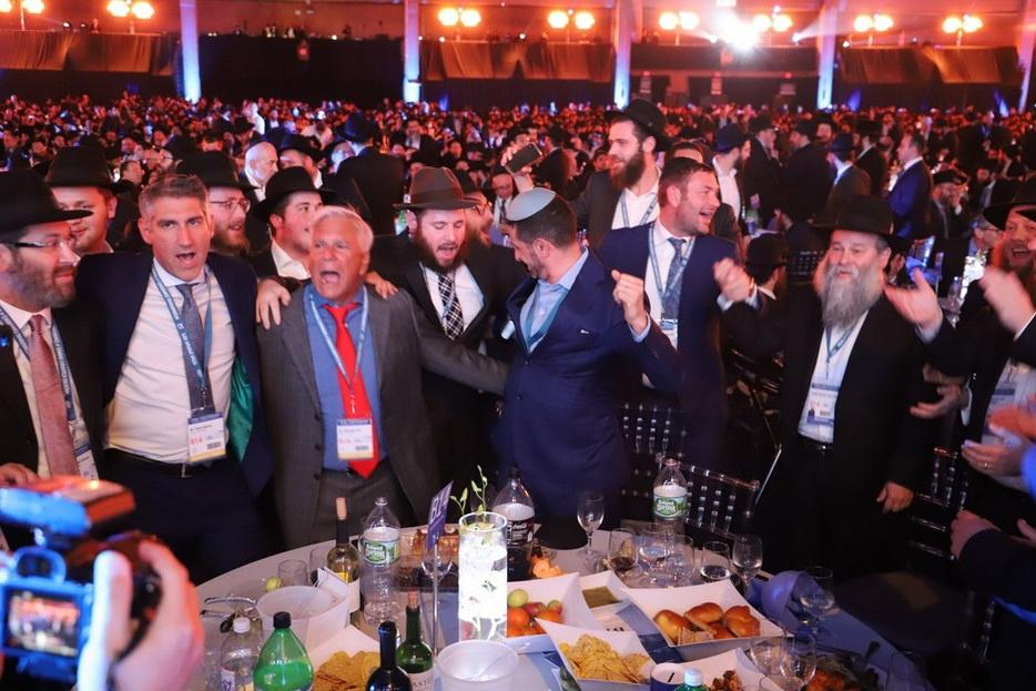 Еврейский форум завершился гала-банкетом для 5600 раввинов / djc.com.ua
