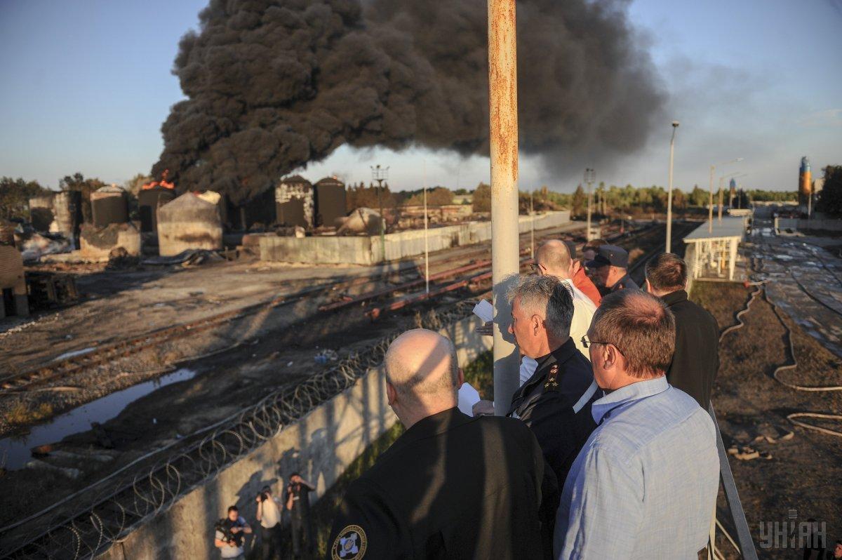 """Пожар на нефтебазе """"БРСМ-нафта"""" / фото УНИАН"""