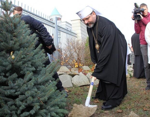 Глава УГКЦ разом із міністрами посадив дерево миру / news.ugcc.ua