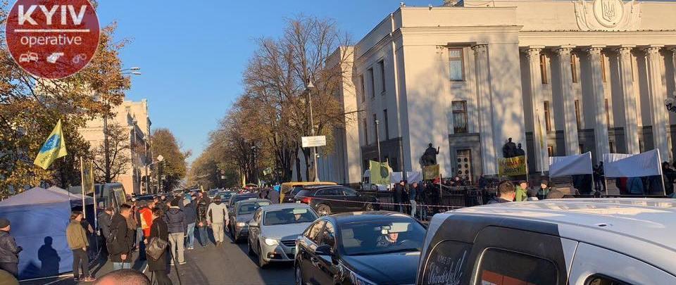 Движение транспорта в правительственном карталі перекрыт \ фото Киев оперативный